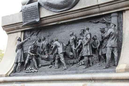 Барельеф на монументе адмиралу Нахимову
